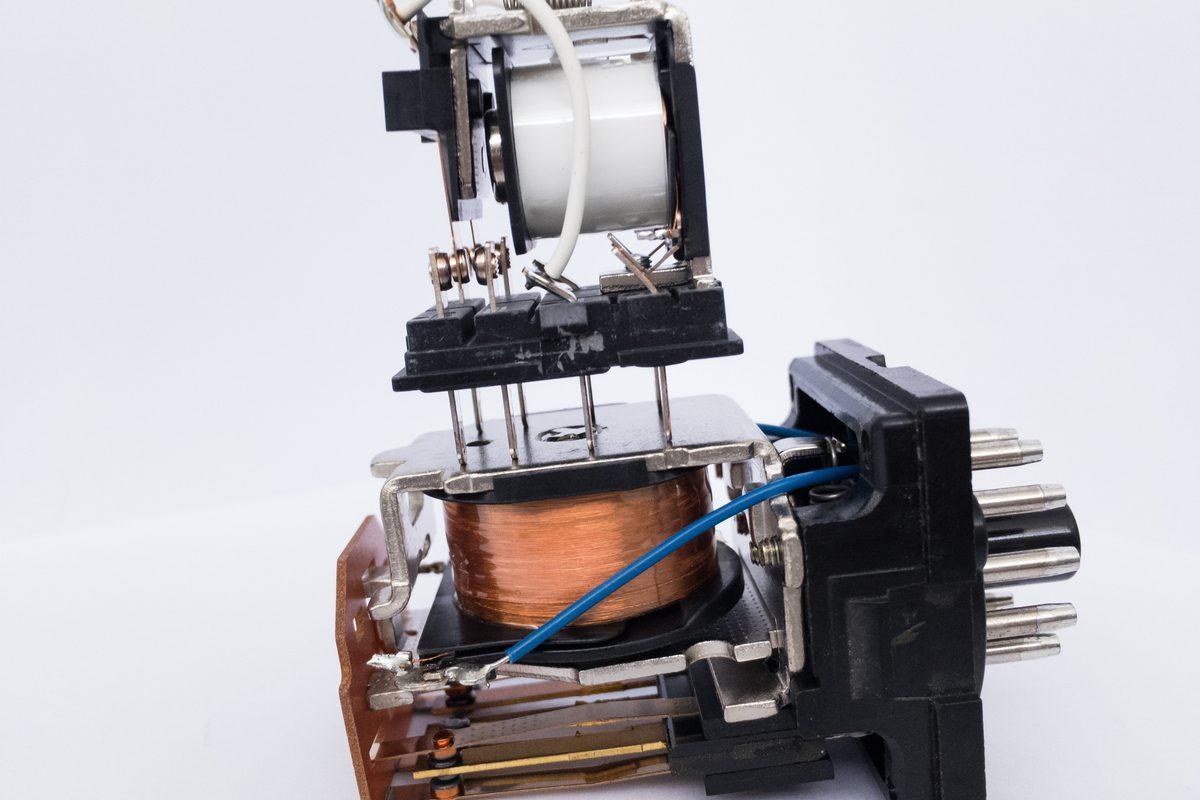 Relays vs transistors lifetime